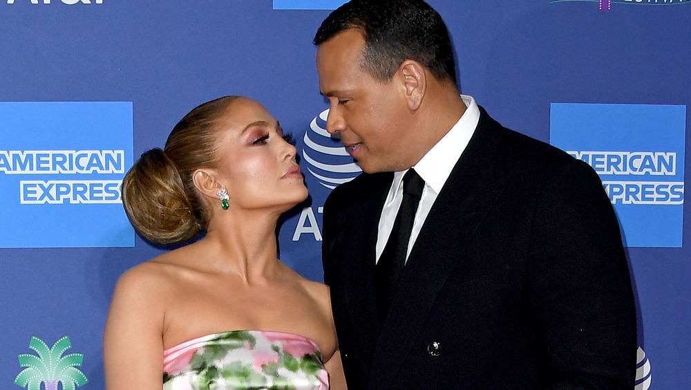 Jennifer Lopez y Alex Rodriguez mirándose