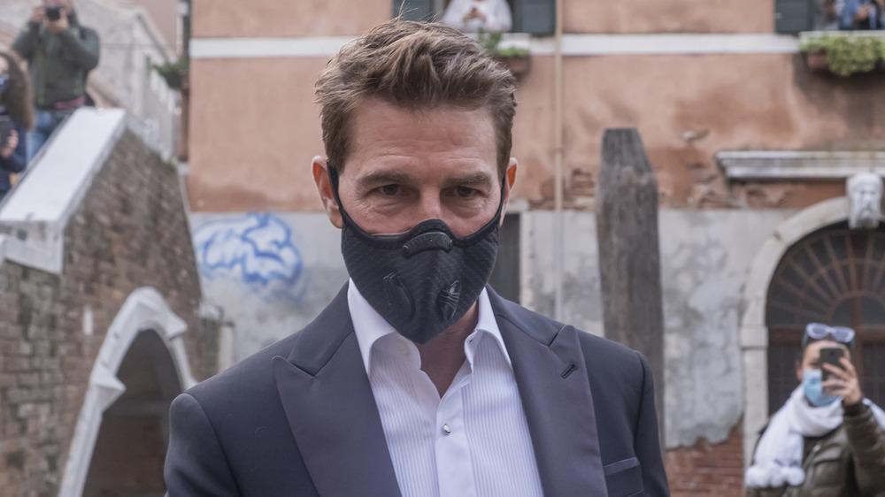 Tom Cruise con máscara