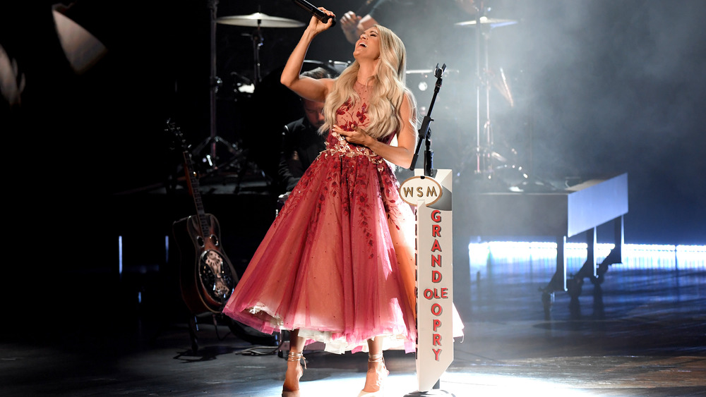Carrie Underwood cantando