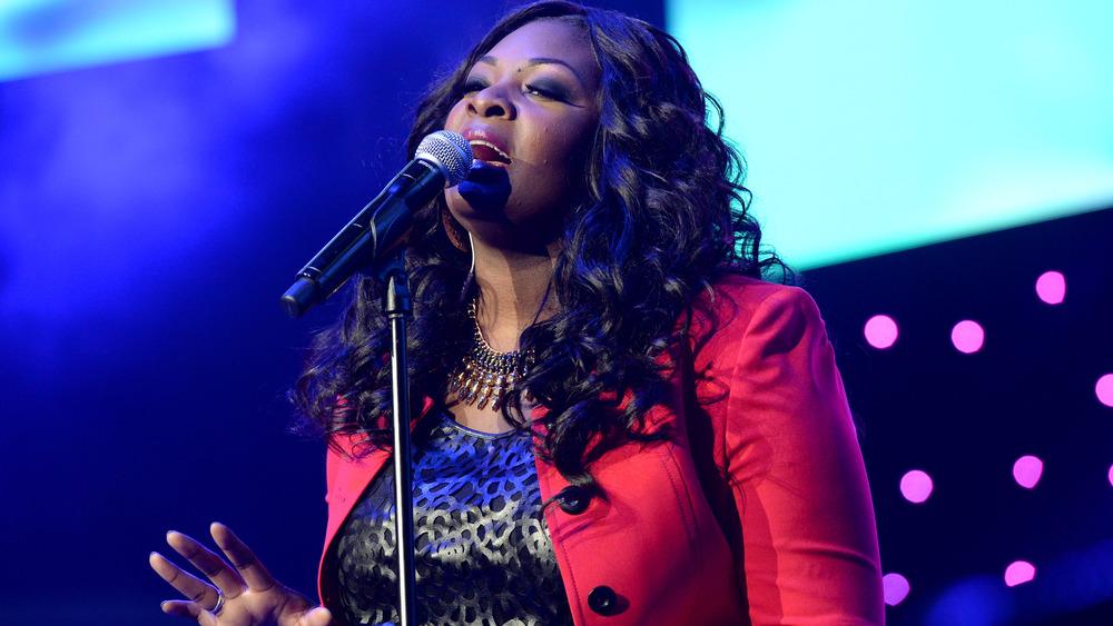 Candice Glover cantando