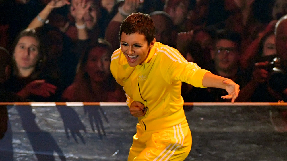 Alyson Stoner bailando en los VMA