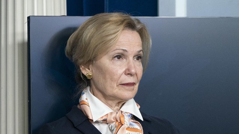 La Dra. Deborah Birx asiste a una sesión informativa en la Casa Blanca