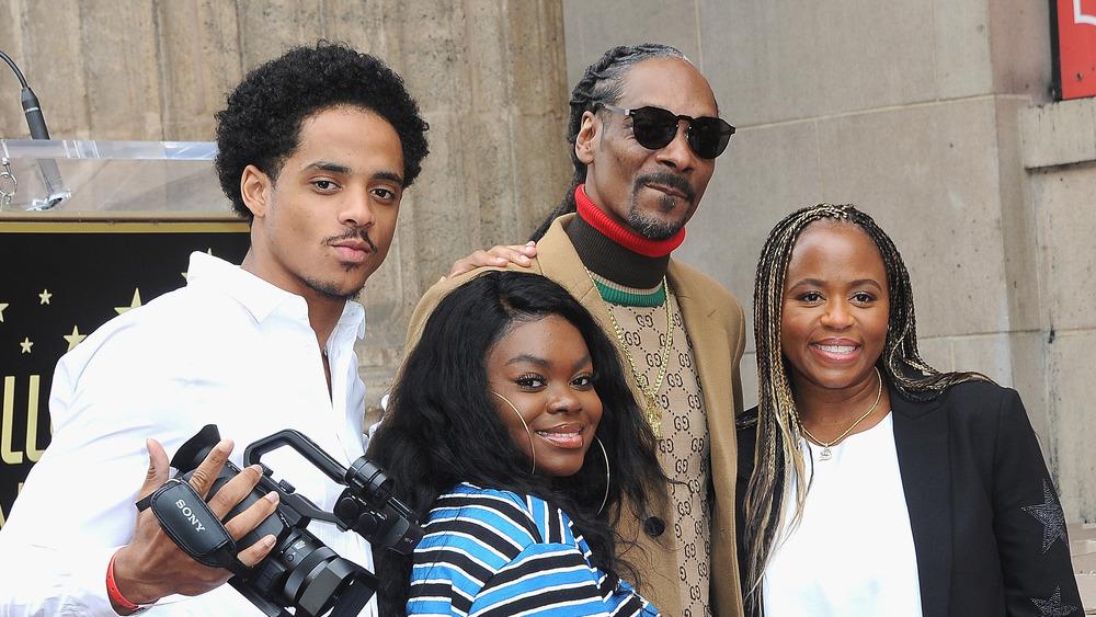 Snoop Dogg y familia posando