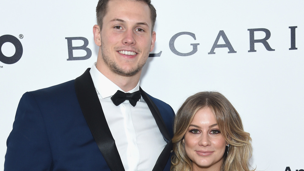 Shawn Johnson y Andrew East en una alfombra roja