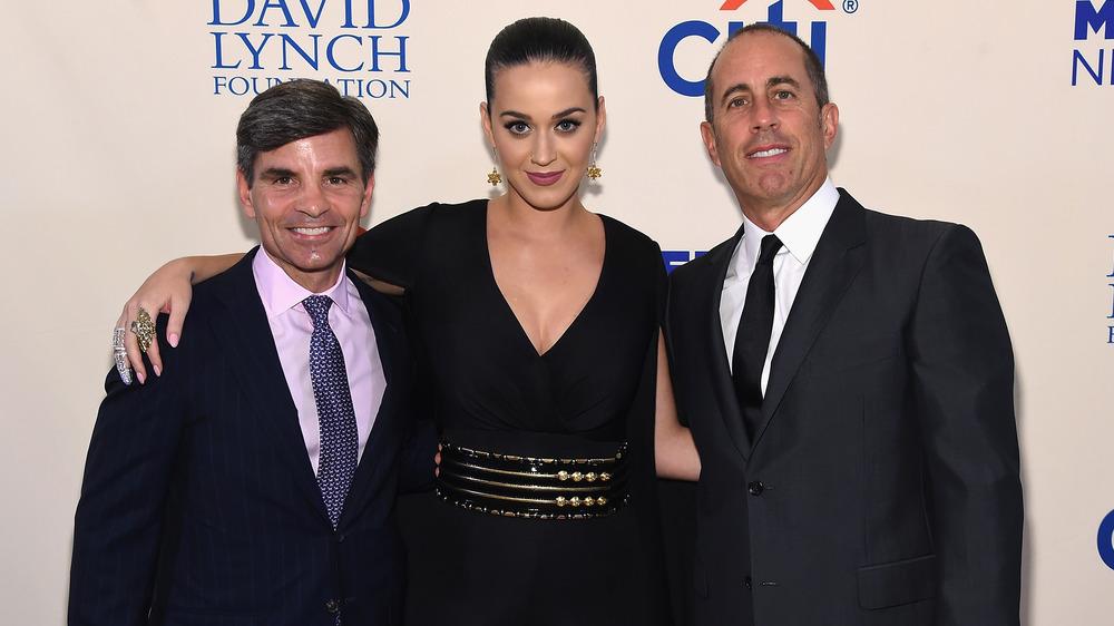 George Stephanopoulos, Katy Perry y Jerry Seinfeld posando juntos