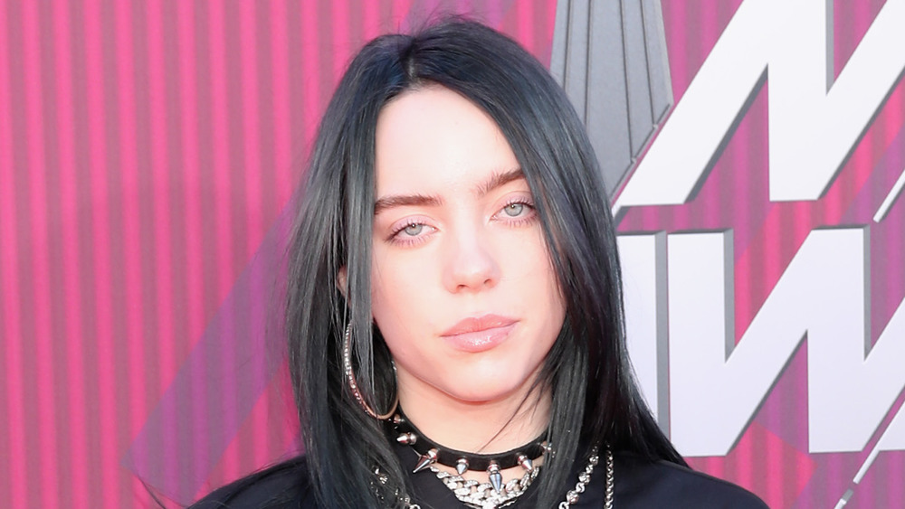 Billie Eilish no parece impresionada