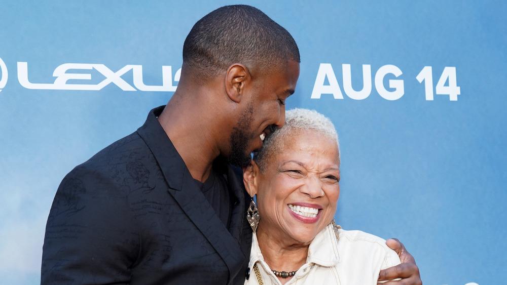 Michael B. Jordan abraza a su mamá