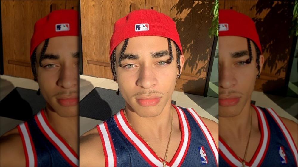 Daniel Julez J. Smith Jr.se toma una selfie