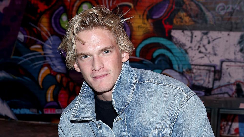 Cody Simpson posando