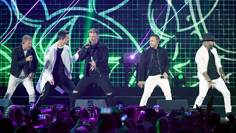 Los Backstreet Boys actuando