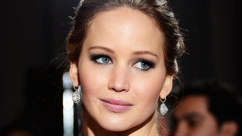 Jennifer Lawrence posando
