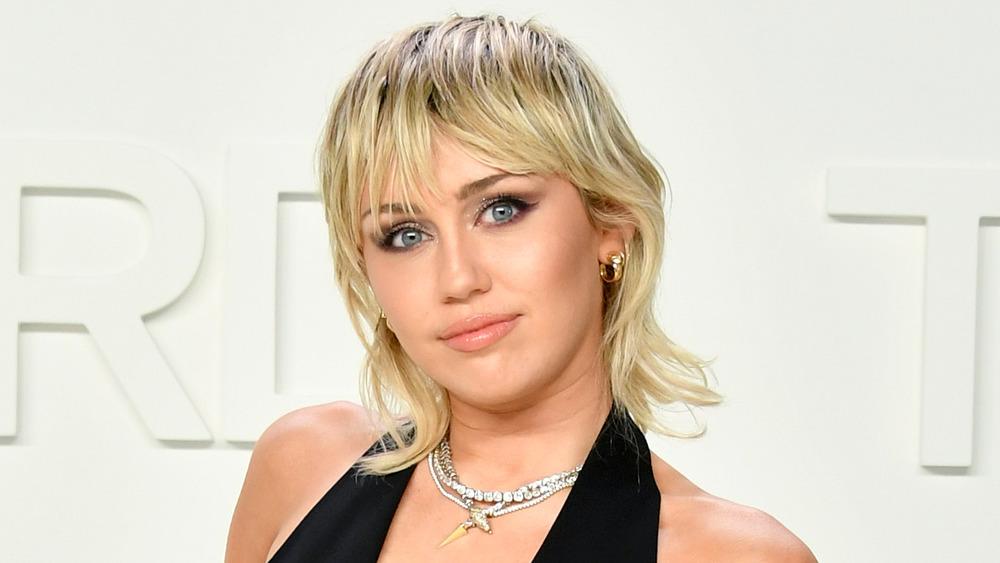 Miley Cyrus posando