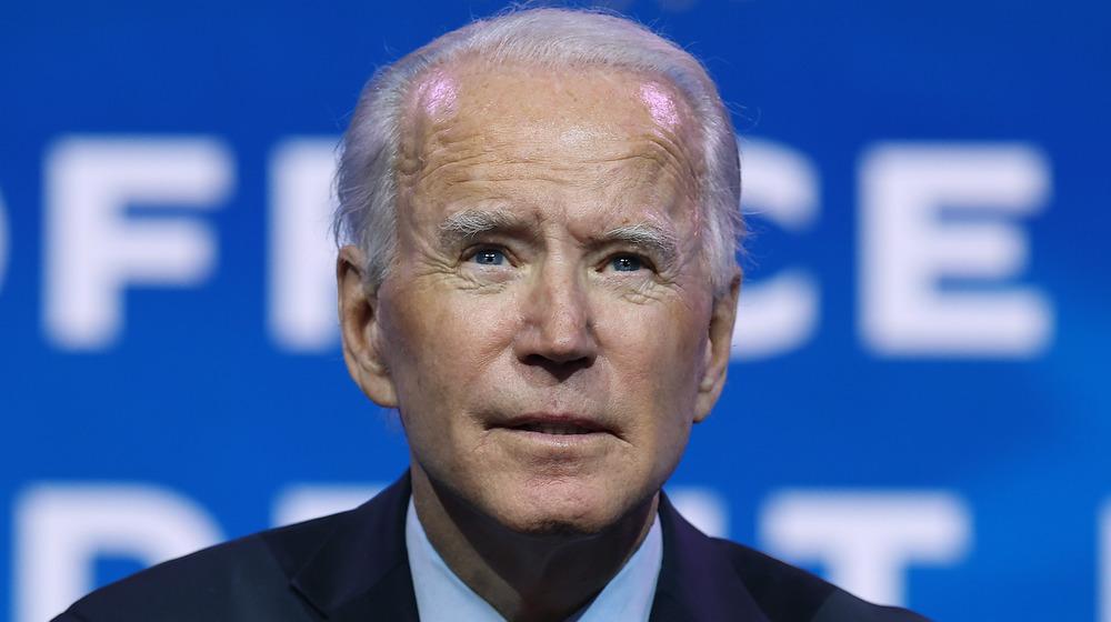 Joe Biden luciendo serio