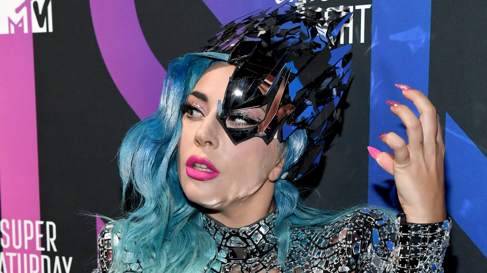 Lady Gaga con cabello azul