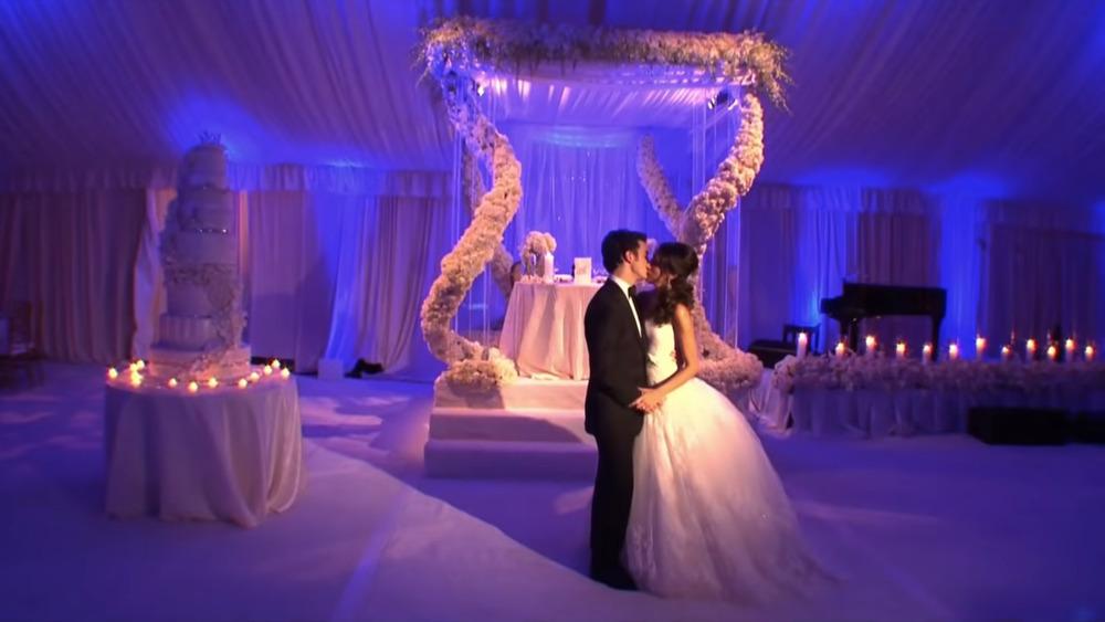 Kevin Jonas y Danielle Jonas besándose