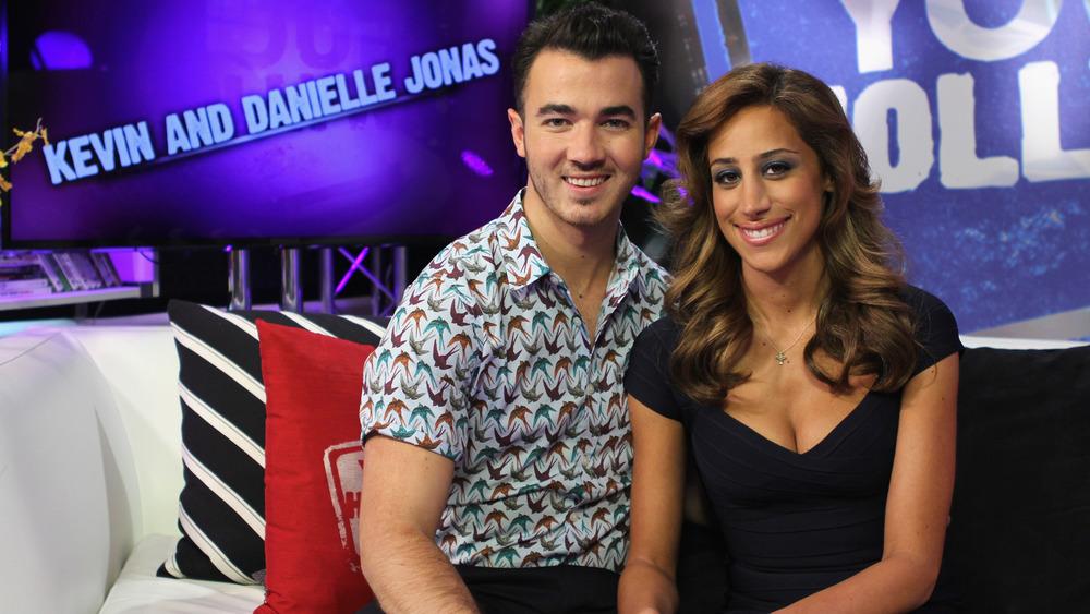 Kevin Jonas y Danielle Jonas sonriendo