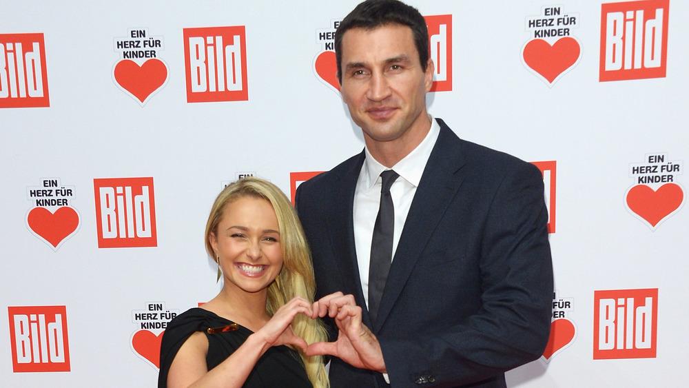 Hayden Panettiere, manos de corazón de Wladimir Klitschko