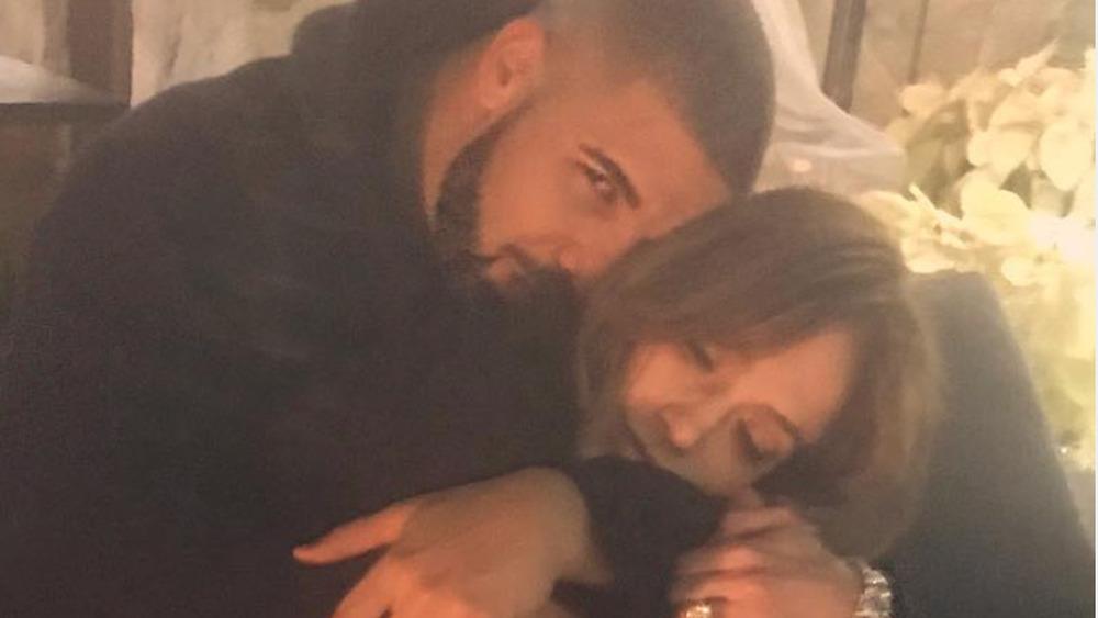 Drake, Jennifer Lopez caricias