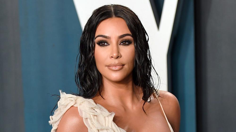 Kim Kardashian West posando