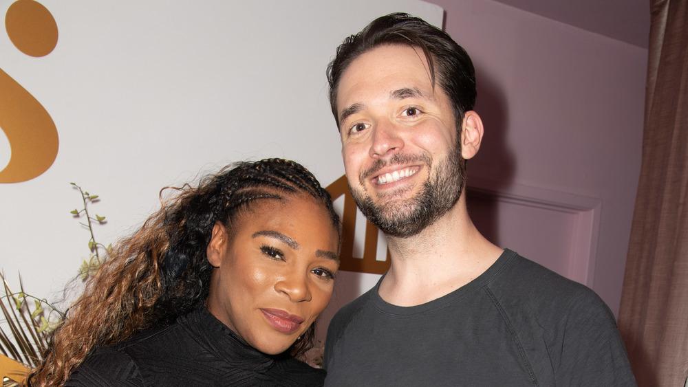 Serena Williams y Alexis Ohanian Sr. sonriendo