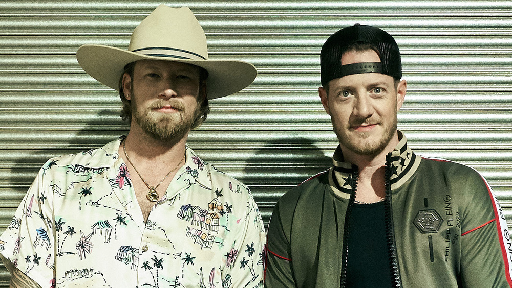 Brian Kelley y Tyler Hubbard sonriendo