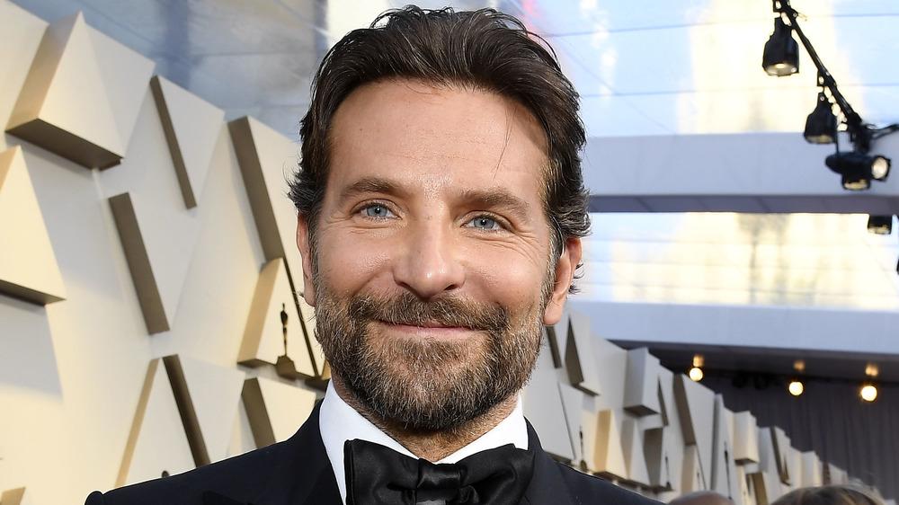 Bradley Cooper sonriendo