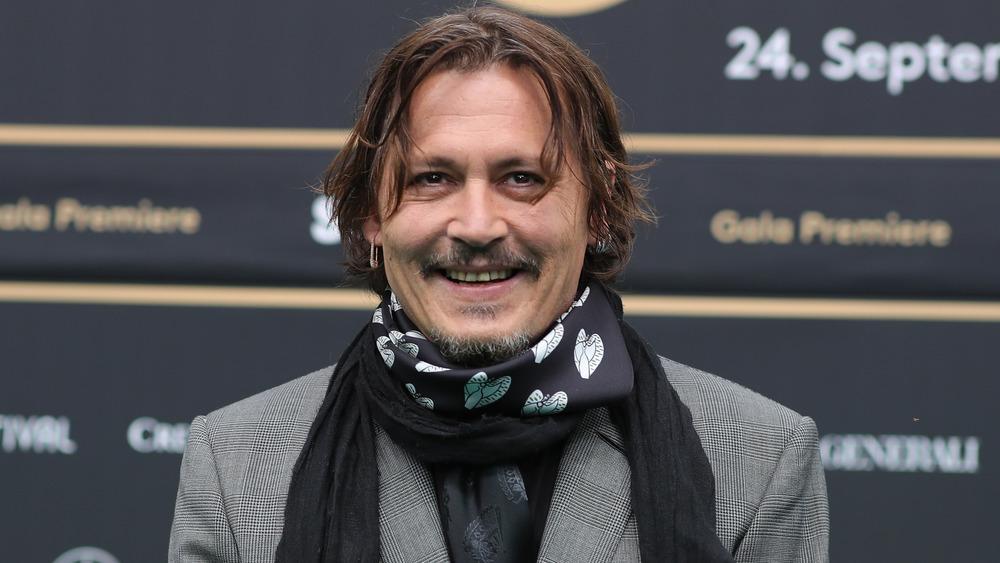 Johnny Depp sonriendo