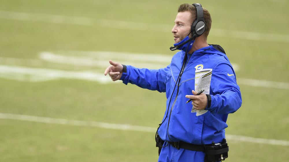 Sean McVay entrenando a los LA Rams