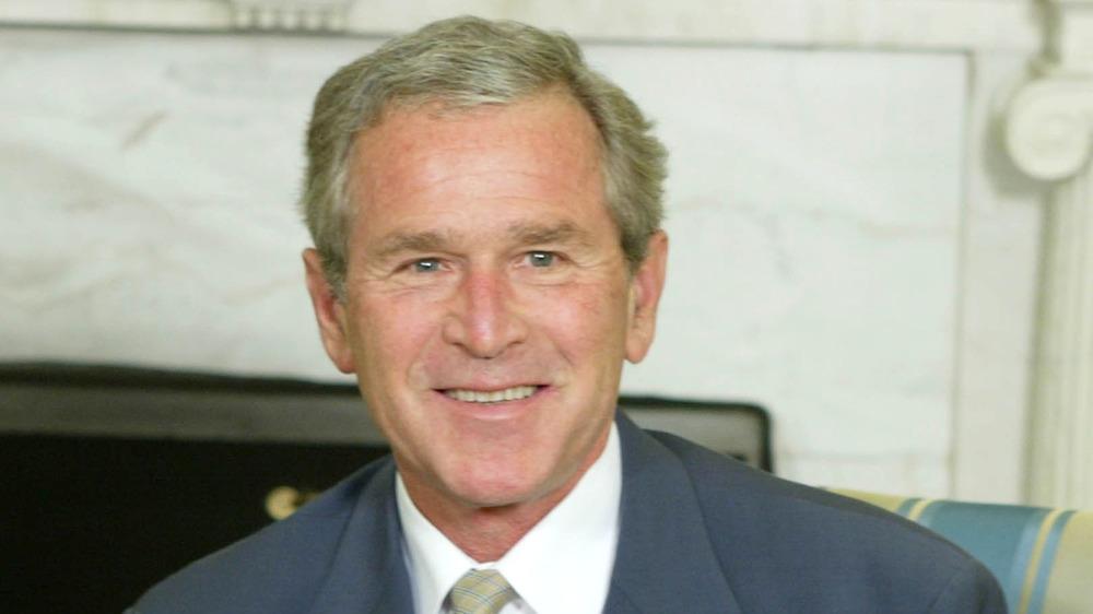 George Bush sonriendo