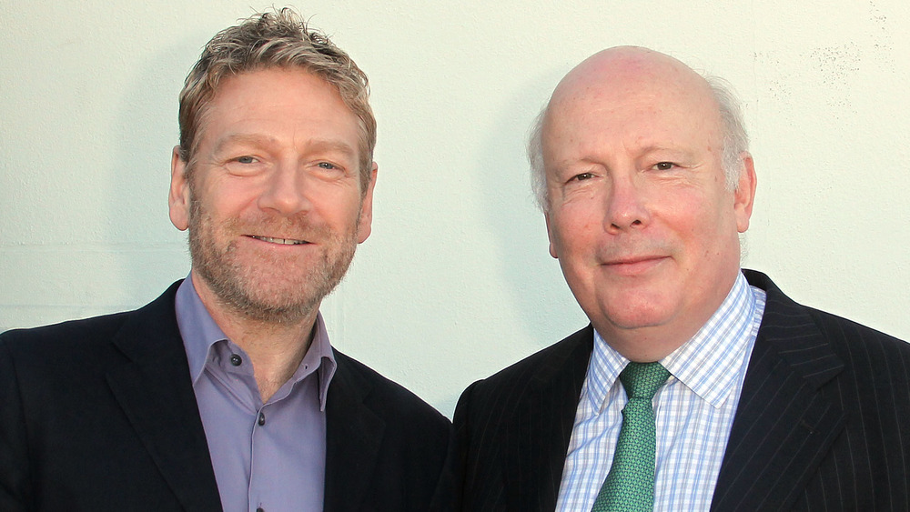 Kenneth Branagh y Julian Fellowes sonriendo