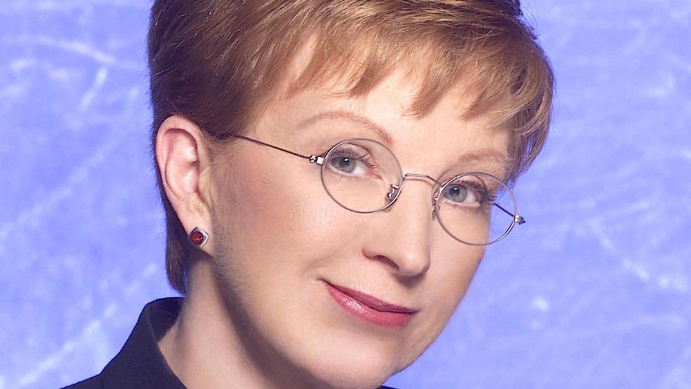Anne Robinson con gafas