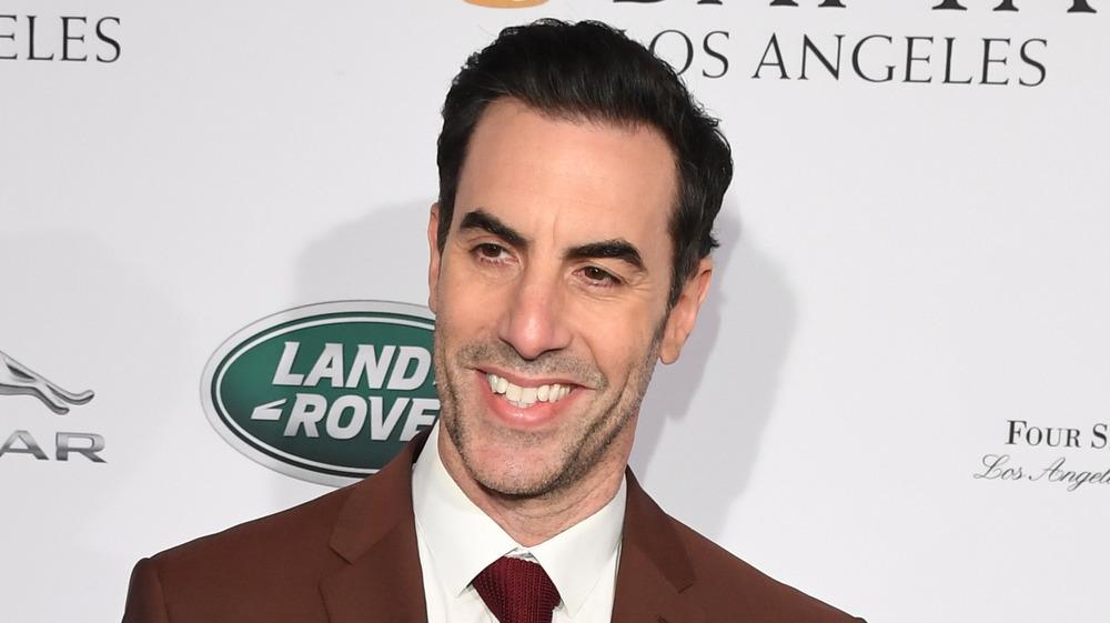 Sacha Baron Cohen sonriendo
