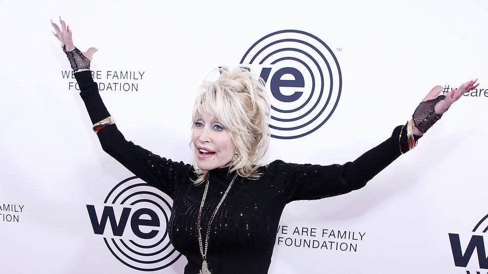Dolly Parton en la alfombra roja