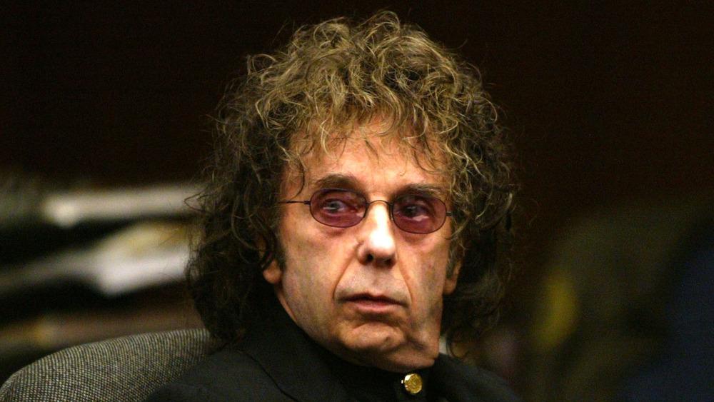 Phil Spector con gafas