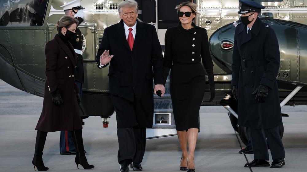 Donald Trump y Melania Trump caminando
