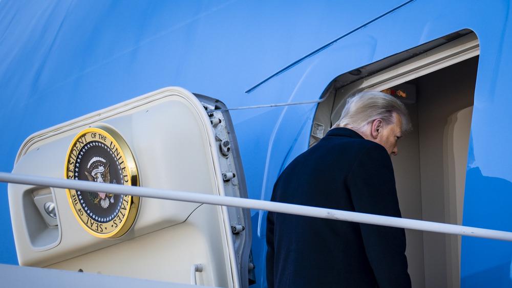 Donald Trump abandona la Casa Blanca en el Air Force One