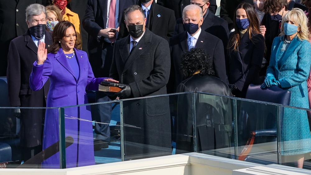 Kamala Harris prestando juramento en la ceremonia de inauguración por Sonia Sotomayor