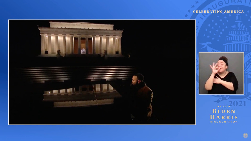 John Legend cantando en el Lincoln Memorial