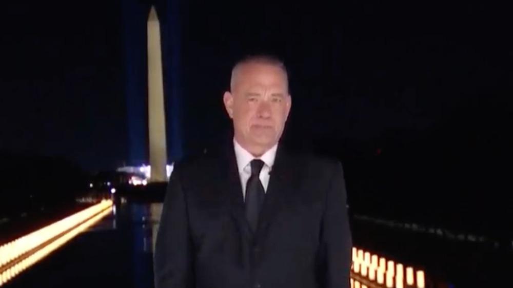 Tom Hanks en el Monumento a Washington