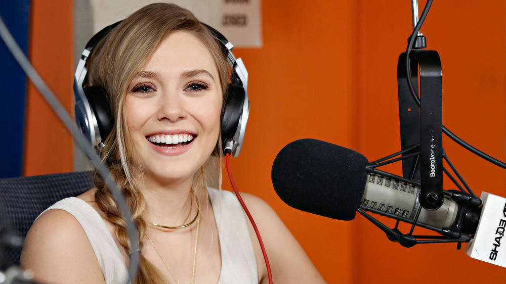 Elizabeth Olsen al micrófono