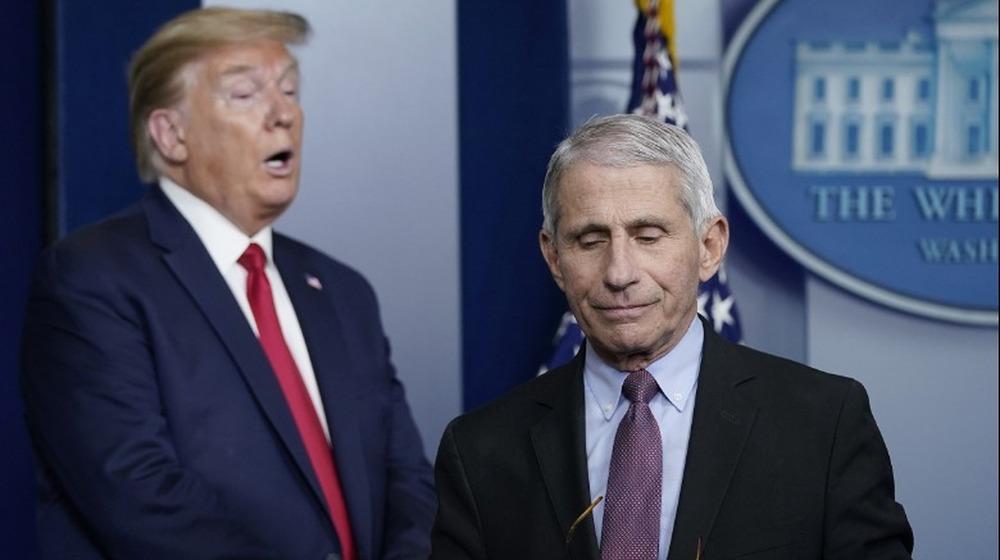 Dr. Anthony Fauci y el ex presidente Donald Trump