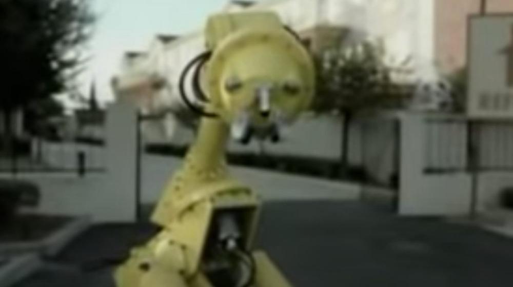 Comercial de robot triste GM