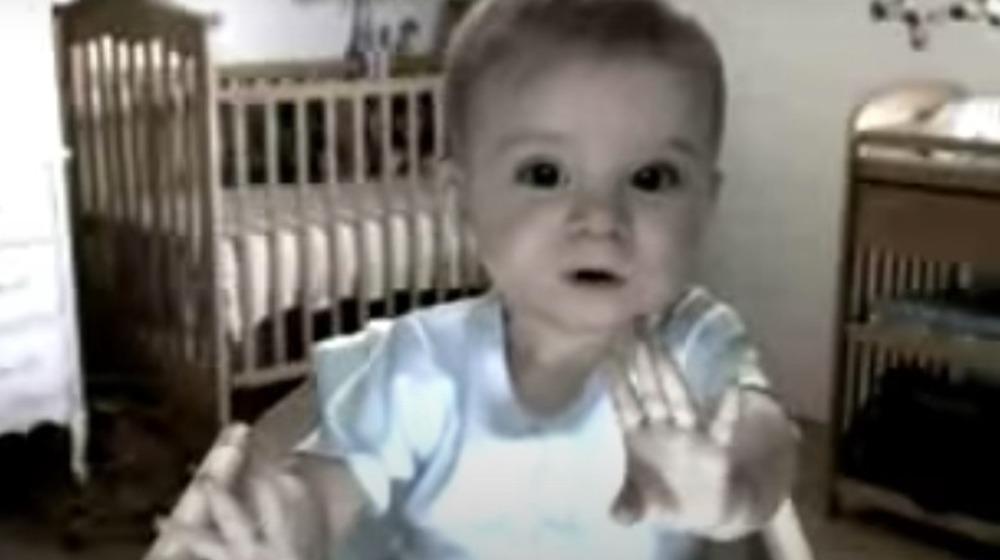 Bebé falso en una webcam