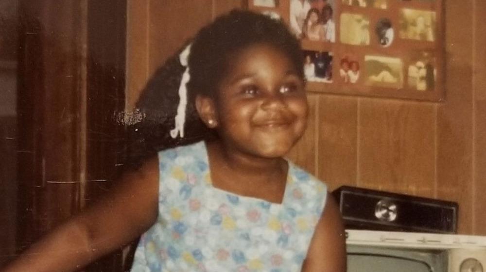 Joven Gabourey Sidibe sonriendo