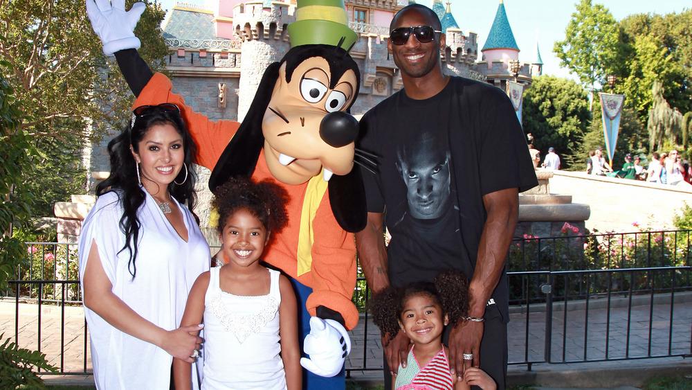 Kobe Bryant, Vanessa Bryant, Natalia y Gianna Bryant en Disney World