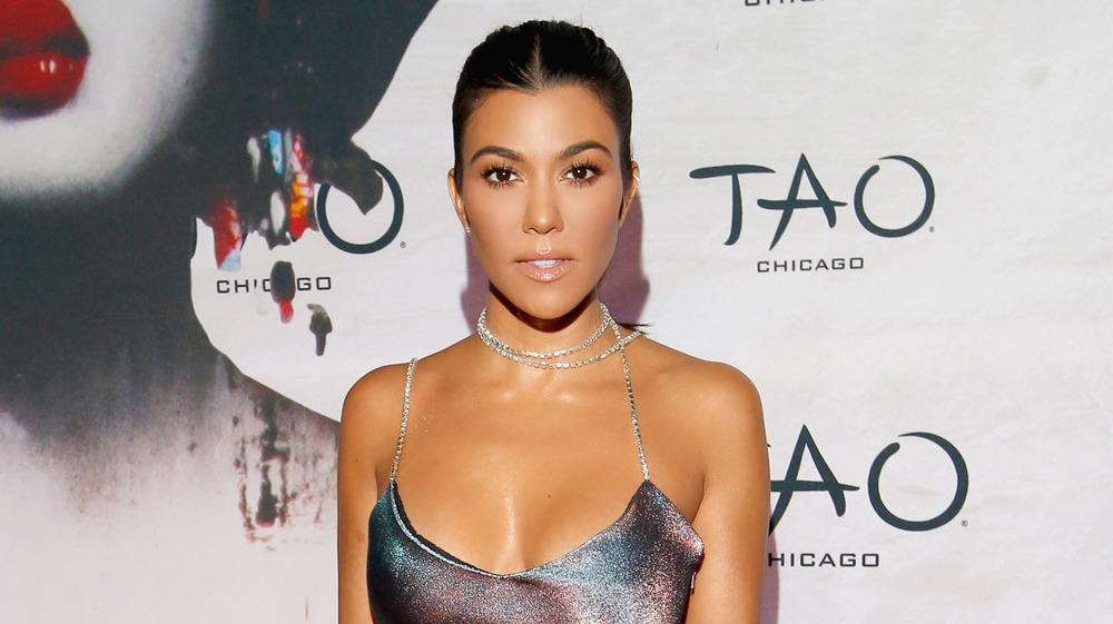 Kourtney Kardashian posando