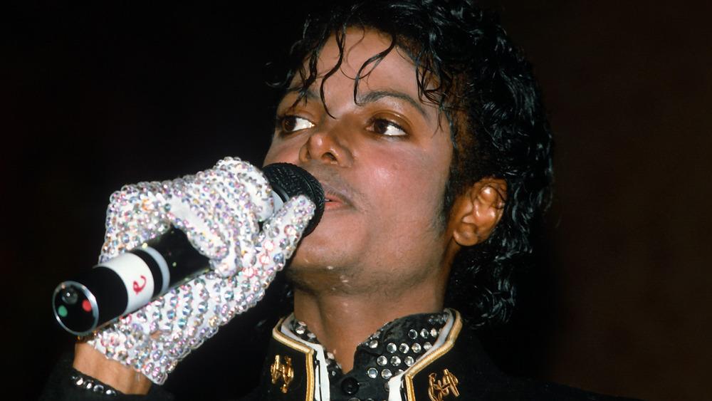 Michael Jackson aceptando un premio