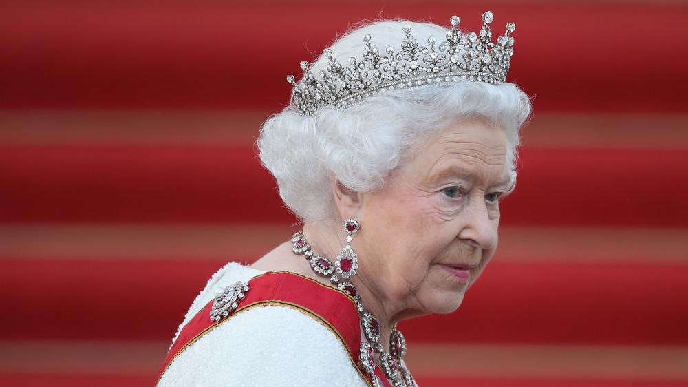 Reina Isabel caminando