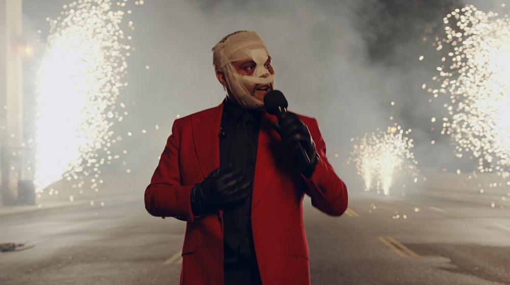 The Weeknd actuando en una entrega de premios