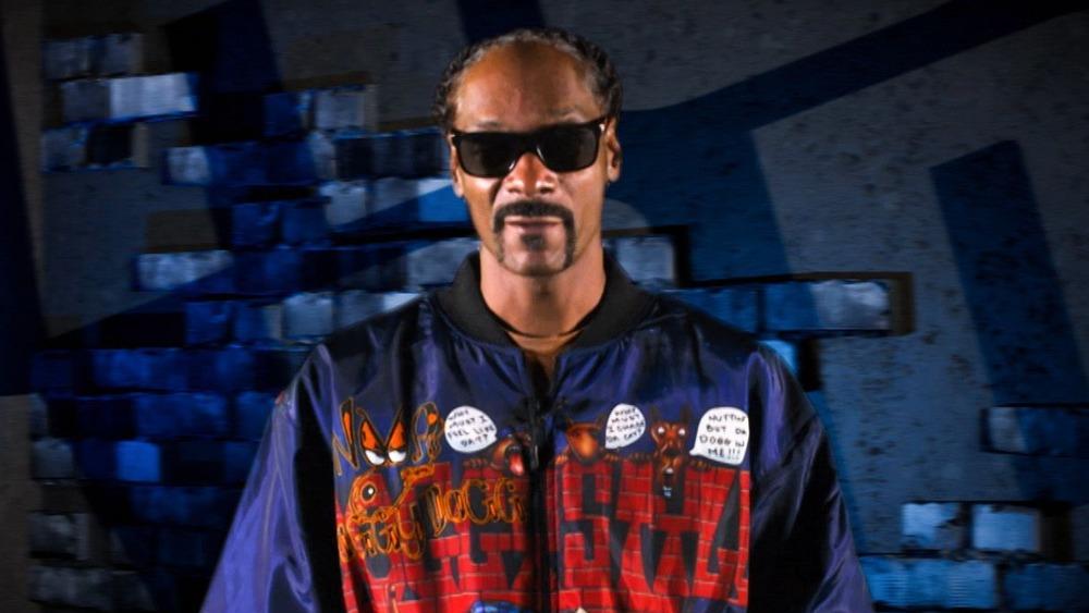 Snoop Dogg posing
